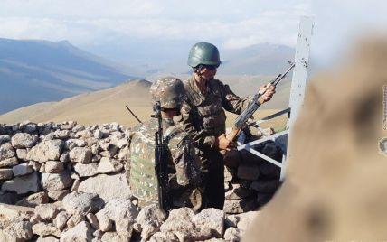 Обстріл позицій на кордоні: вірменські та азербайджанські військові звинувачують одні одних