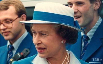 Всегда была яркой: вспоминаем, как в этот день 61-летняя Елизавета II открывала станцию метро
