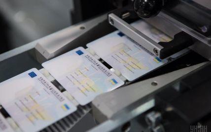 Паспортные сервисы будут работать по воскресеньям из-за ажиотажа с безвизом ЕС для Украины