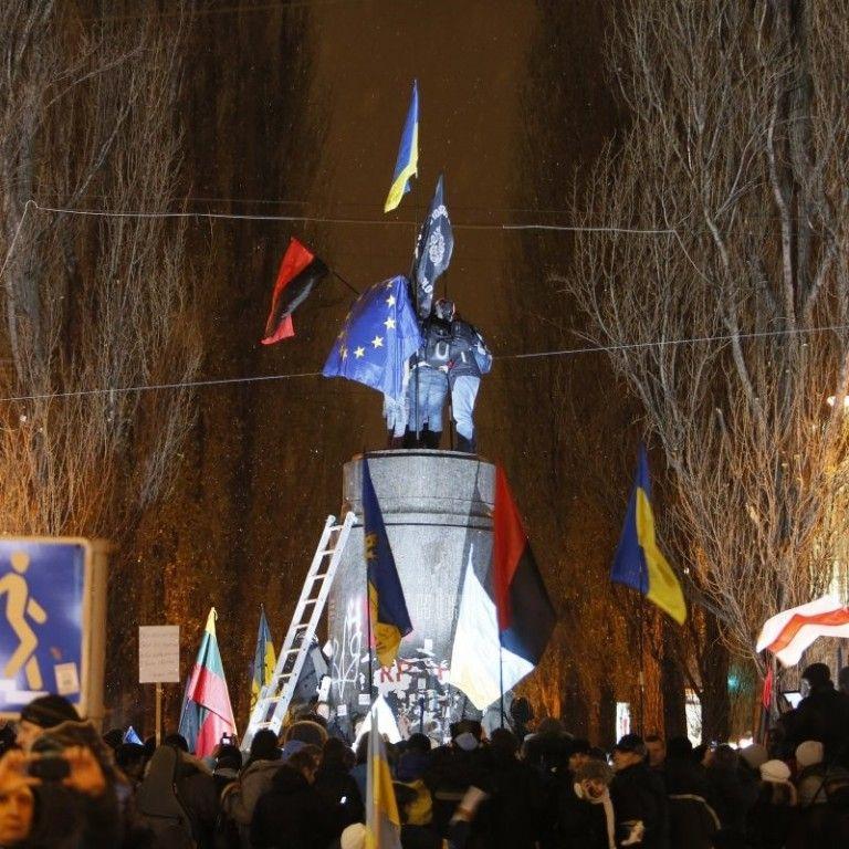 """Митці придумали, як відзначать """"Жовтневу революцію"""" на місці поваленого Леніна в Києві"""
