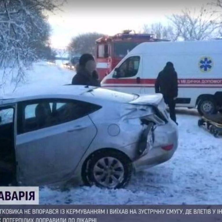 Після лобової автотрощі в Київській області ще двоє людей у важкому стані