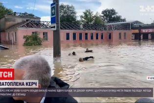 Новини України: рятувальники пливли кролем за човном Аксьонова під час візиту до затопленої Керчі