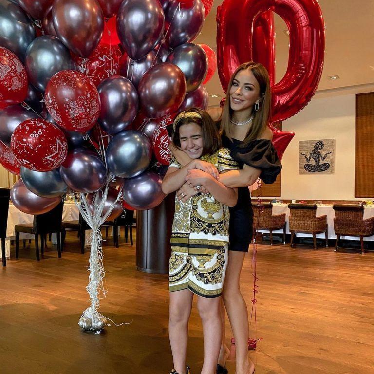 Ани Лорак в мини-платье показала, как с экс-мужем отпраздновала 10-летие дочери