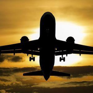 Санкції ЄС щодо білоруських авіакомпаній почали діяти: заборонено літати до 27 країн