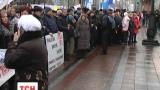 Мітингувальники під Верховною Радою висловлюють свої вимоги до бюджету