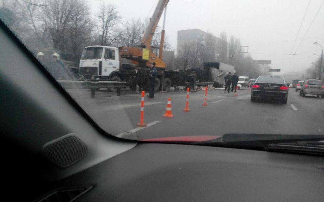 Сьогодні на вулиці Теліги в Києві сталася аварія / © Twitter/Adnan Islam