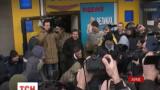 У Харкові активісти вимагали люстрації Кернеса і намагалися взяти штурмом міськраду