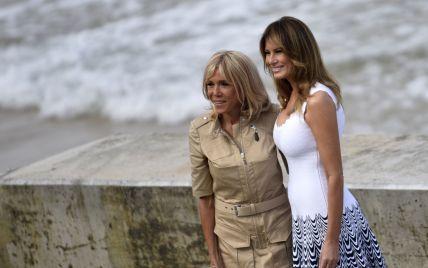 Перші леді на саміті G7: Меланія у білій сукні максі, Бріжит у бежевому міні