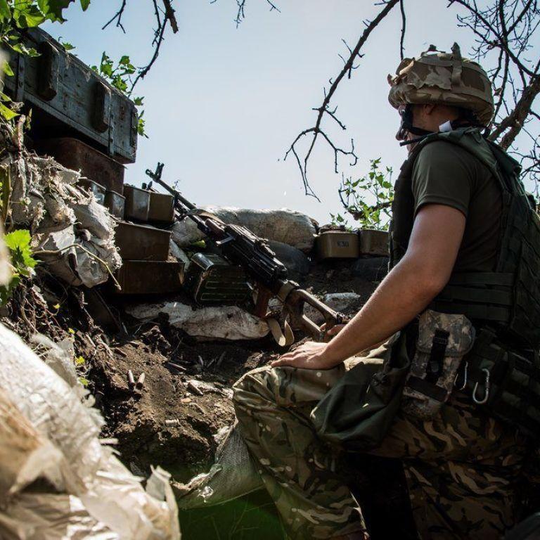 """Минулої доби бойовики 16 разів порушили """"тишу"""" на Донбасі, один військовослужбовець отримав поранення"""