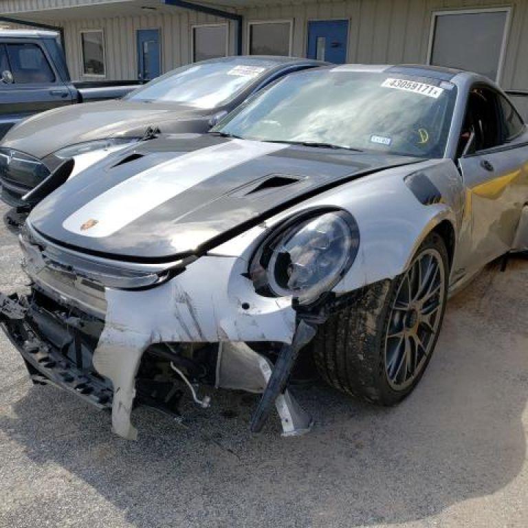 На популярному аукціоні продають найшвидший екземпляр Porsche, але він не ідеальний