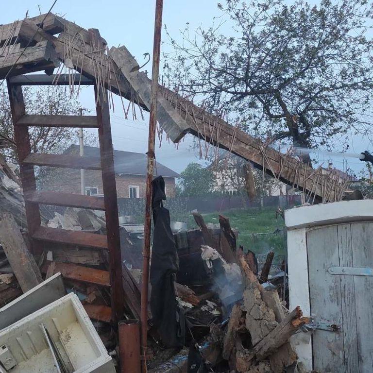 Во Львовской области взорвался и загорелся частный дом: фото