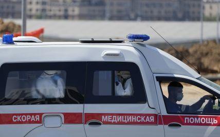 В России пешеходный мост рухнул на автомобили: есть погибшие