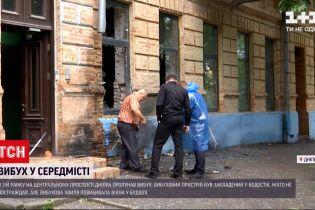 Новини України: у Дніпрі вибухнув пристрій, який заховали у водостоці