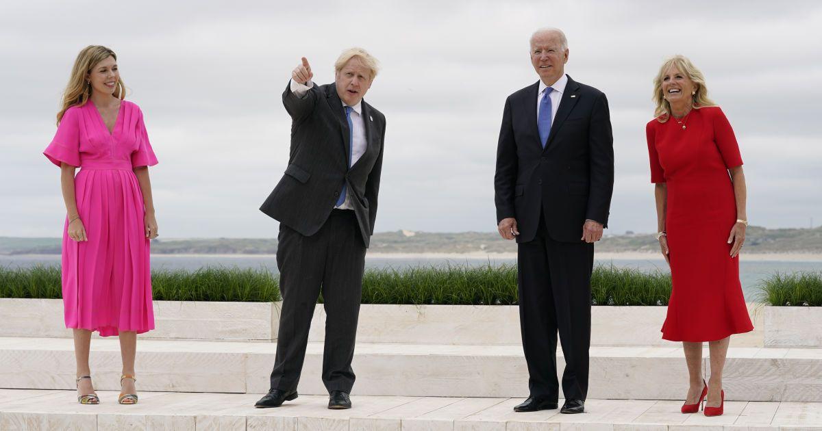 Борис Джонсон с женой Керри и Джо и Джилл Байден на открытии саммита G7 / © Associated Press