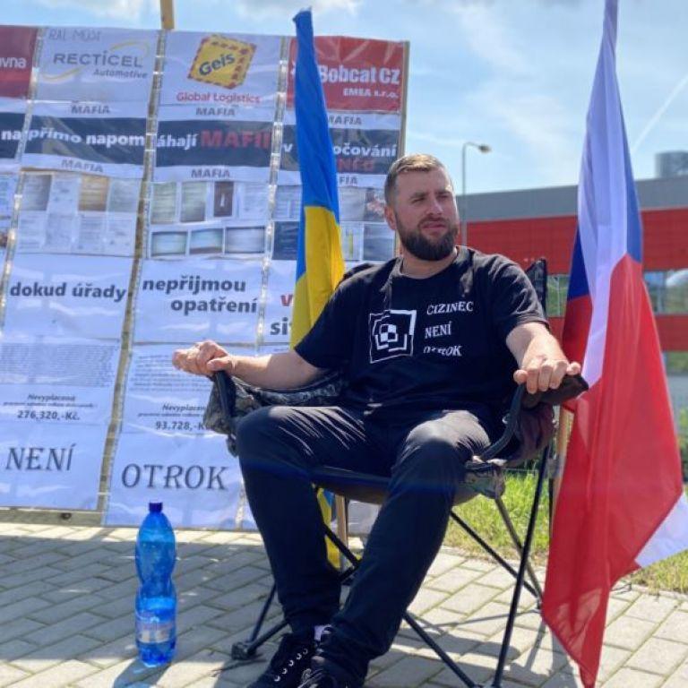 Шість днів без їжі: у Чехії українець влаштував акцію протесту на підтримку заробітчан