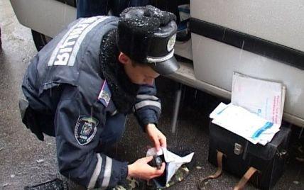 В центре Киева разгуливал парень с гранатами и балаклавой