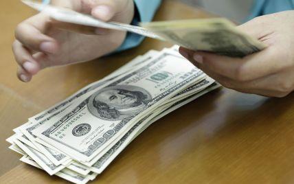 Доллар достиг 25 гривен в продаже. Средние цены на валютном рынке