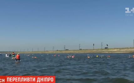 Заплыв с олимпийской чемпионкой: в Киеве в Днепр нырнули несколько десятков украинцев