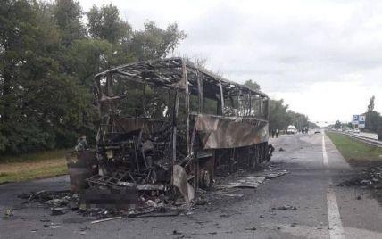 Під Житомиром міжнародний автобус врізався в автовоз і загорівся: є загиблі і десятки постраждалих (фото)
