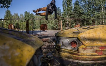 """Граффити-пенисы и """"радиоактивное"""" мороженое: как сериальные фанаты """"отравляют"""" Чернобыль – the Guardian"""