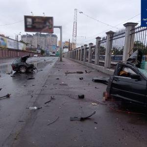 Жуткое ДТП: в Одессе иномарку от удара разорвало пополам, погибли два человека (фото, видео)