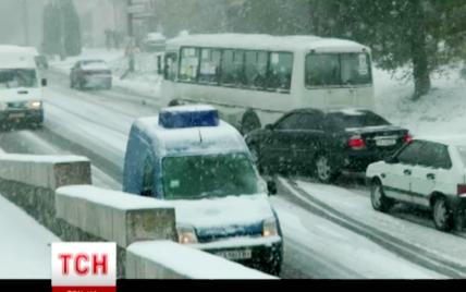 Завтра сильні снігопади, вітри та морози накриють усю Україну