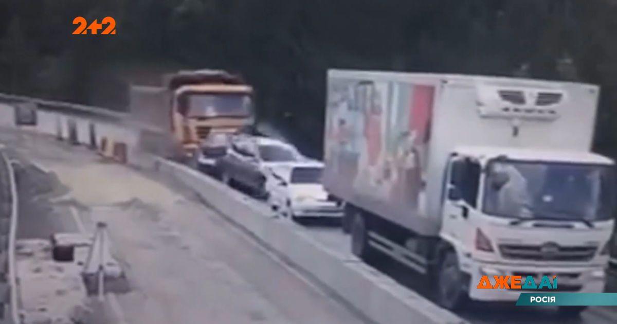 В Челябинске грузовик уничтожил 5 автомобилей