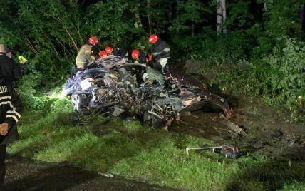 Занесло на зустрічну смугу: біля Львова 23-річний водій Porsche розбився на смерть (фото)