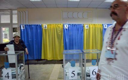 На участке Порошенко сейф с бюллетенями резали болгаркой