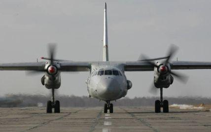 У Росії військовий літак Ан-26 з людьми на борту зник з радарів