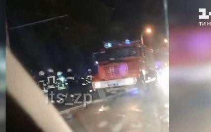В Запорожье лоб в лоб столкнулись две легковушки: в страшном ДТП пострадали шесть человек