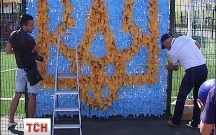 В Киеве ко Дню Независимости сделали рекордный плетеный трезубец