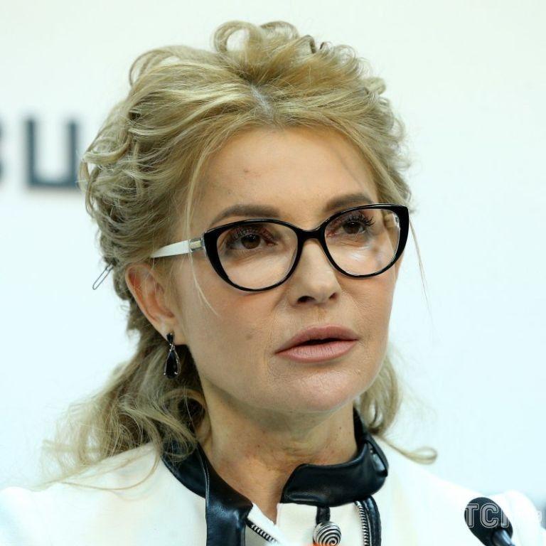 У білому обтислому вбранні і на високих шпильках: Юлія Тимошенко побувала у Софії Київській