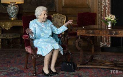 Все чаще улыбается: 95-летняя королева Елизавета II на новом мероприятии в Шотландии