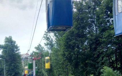 В Харькове остановилась подвесная дорога: в кабине оказались заблокированными мать с ребенком
