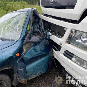 Водитель уснул за рулем: на трассе Одесса-Киев погибла пассажирка припаркованного на остановке авто