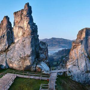 Тустань у Львівській області: вікенд із прогулянкою мальовничими руїнами фортеці на скелях