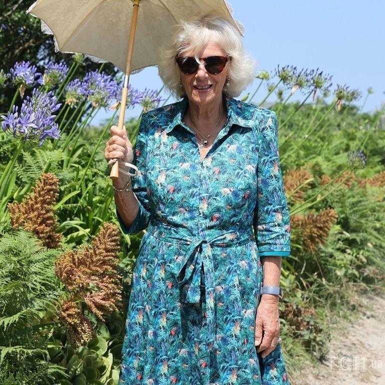 Відмовилася від тунік на користь суконь: герцогиня Камілла захопила новим літнім аутфітом