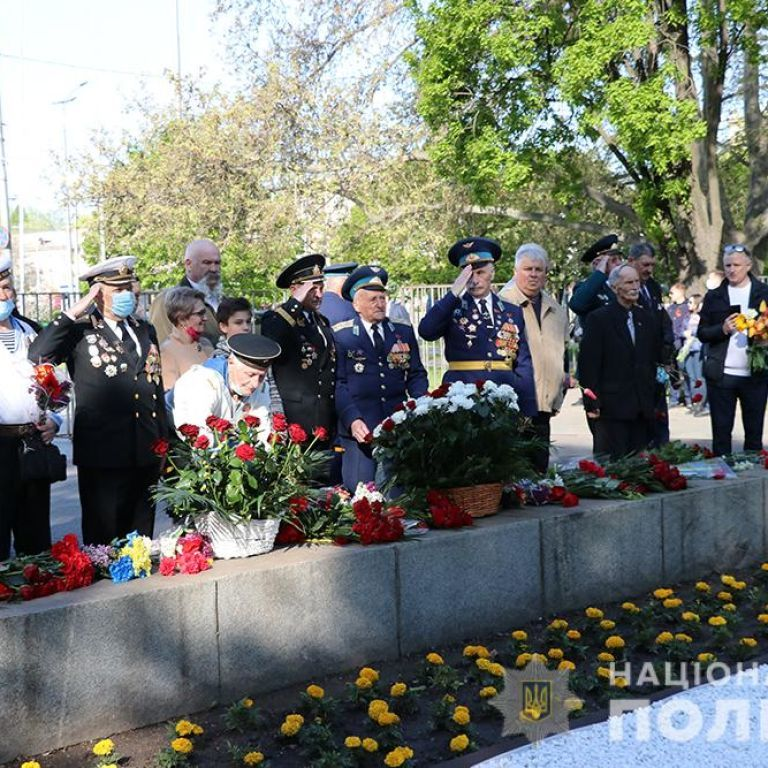 Сутички і заборонена символіка: як в Україні відзначали День перемоги над нацизмом