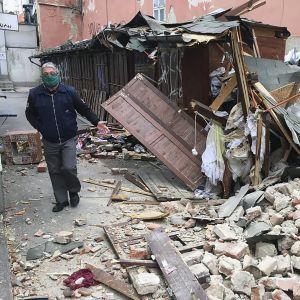 Уничтоженные авто и поврежденные дома. Хорватию всколыхнуло мощное землетрясение
