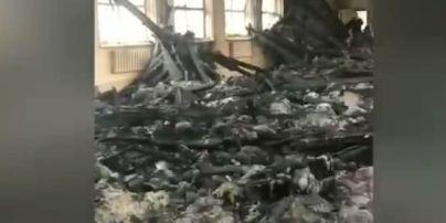 У Мережі оприлюднили наслідки пожежі в школі в Чугуєві: навчатися неможливо (відео)