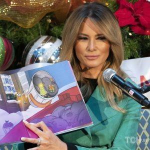 У бірюзово-зеленому пальті і на шпильках: Меланія Трамп прочитала дітям різдвяну книжку
