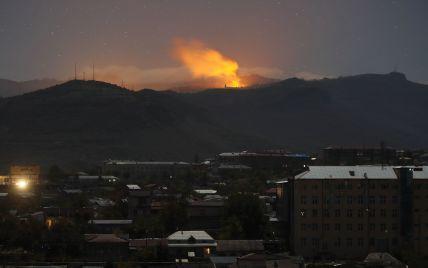Бои в Карабахе: Армения обвиняет Азербайджан в нанесении ударов по жилым кварталам