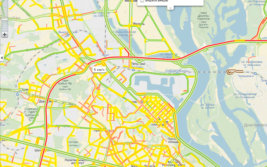 На вулиці Теліги в Києві утворилися пробки через аварію фури / © iam.beyonce.com