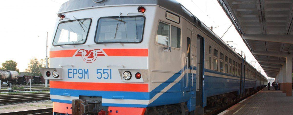 Выломали сиденья и побили ими окна. Во Львовской области вандалы разгромили вагон пригородного поезда