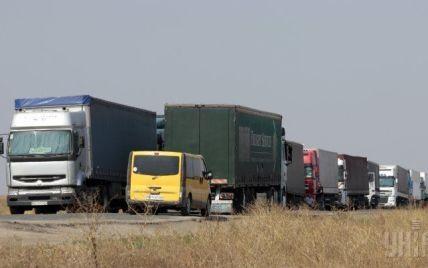 Слишком тяжелым фурам запретили ездить по украинским дорогам