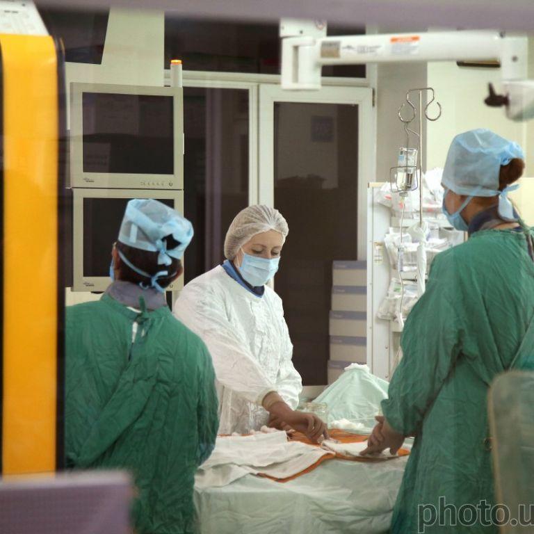 В Днепре во время операции на глазах умер подросток