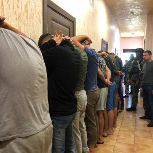 КОРД провів масштабний обшук в готелі Одеси, де розмістилась група невідомих зі зброєю