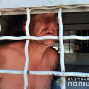 Под Киевом автовор-убийца не смог завести машину, забаррикадировался в салоне и разжег бумагу