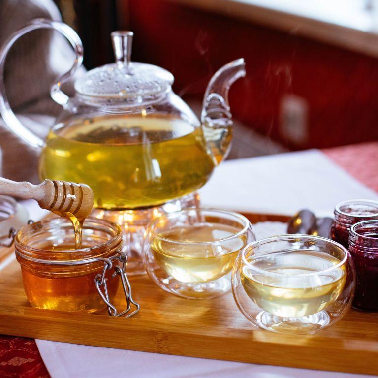 Дослідники заявили, що мед ліпший за антибіотики для лікування застуди: насправді все складніше